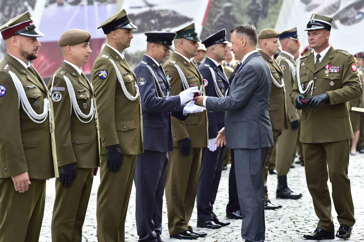 Wyjątkowe wyróżnienie podoficera CSWL Drawsko przez  MINISTRA OBRONY NARODOWEJ