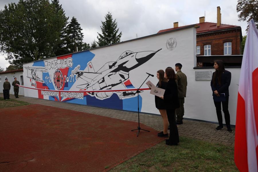 Odsłonięcie muralu historycznego w kaliskim Zespole Szkół