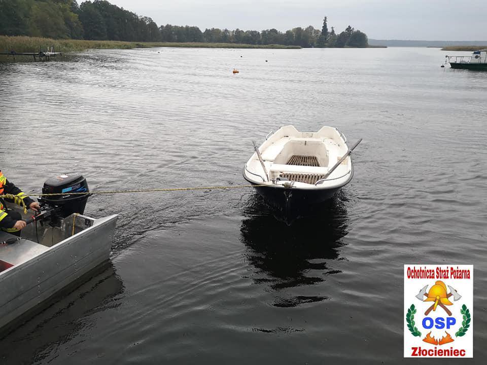 Dryfująca łódka na j. Lubie – akcja ratowników.