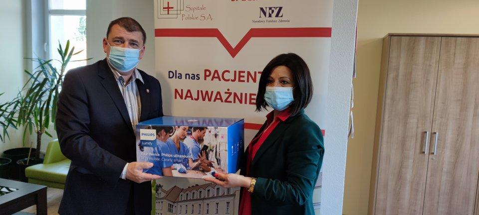 Burmistrz Drawska Pomorskiego przekazał sprzęt medyczny dla drawskiego szpitala