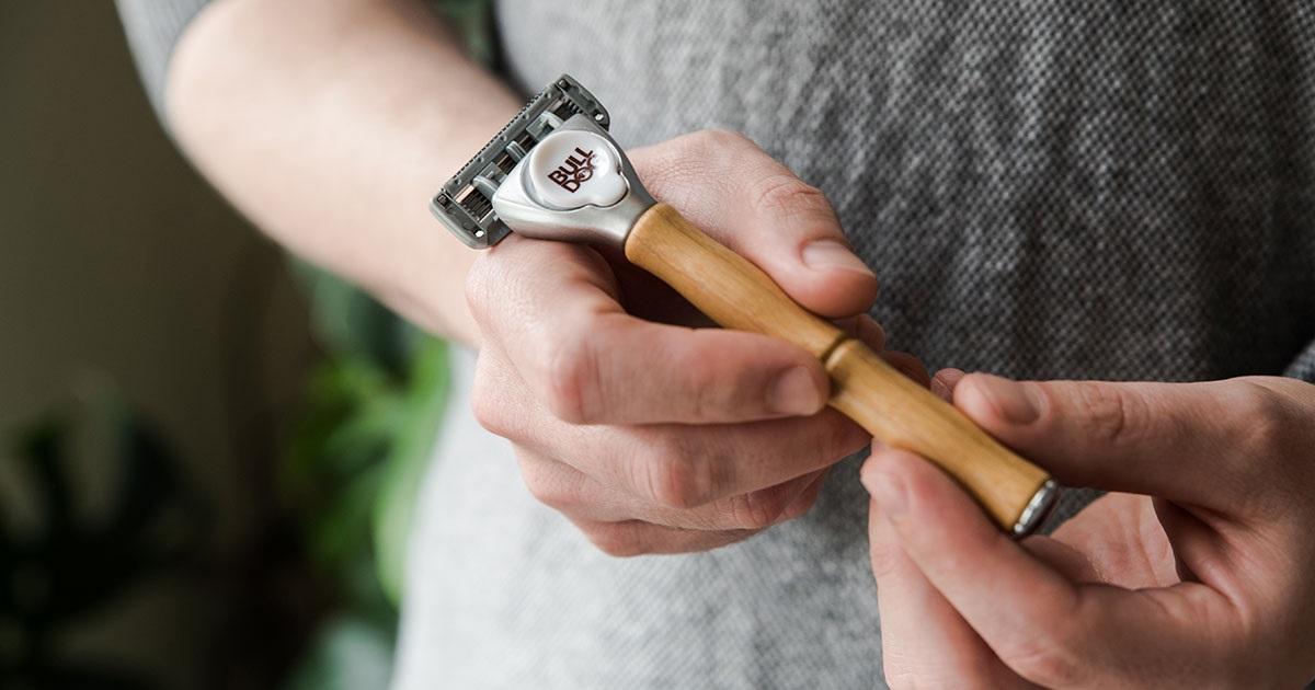 Prezent na Dzień Ojca? Może elegancka maszynka do golenia z bambusową rączką?