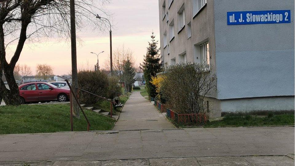 Rozpoczyna się przebudowa chodnika na ul. Słowackiego
