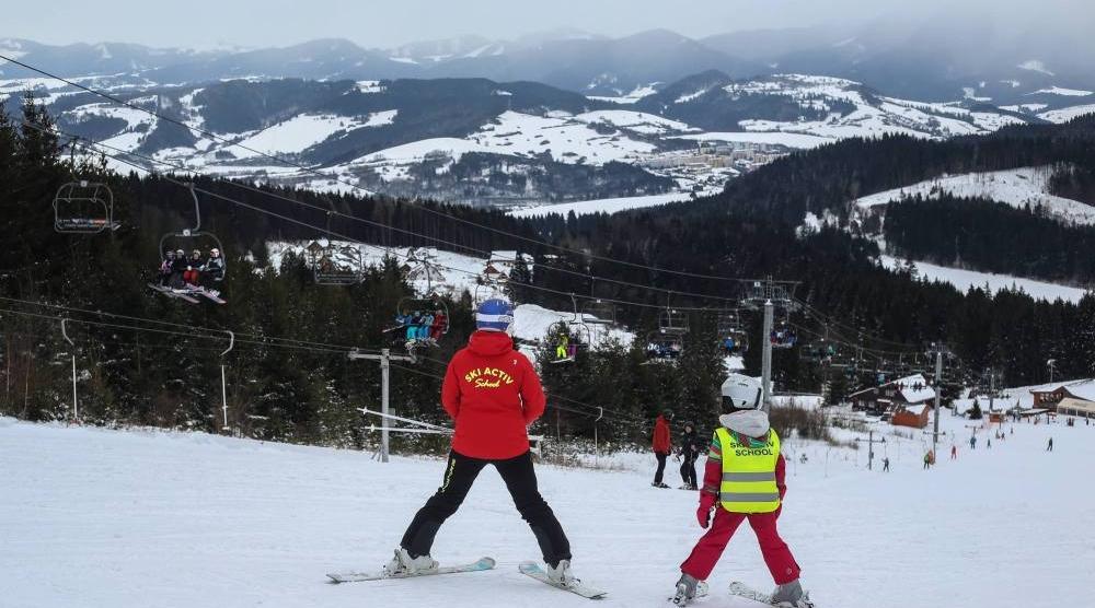 Rozporządzenie o feriach zimowych: możliwe tylko półkolonie i obozy szkoleniowe