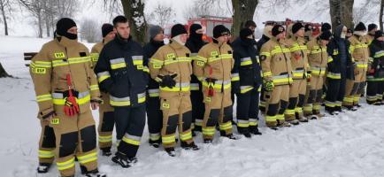 Strażacy ochotnicy ćwiczyli na lodzie